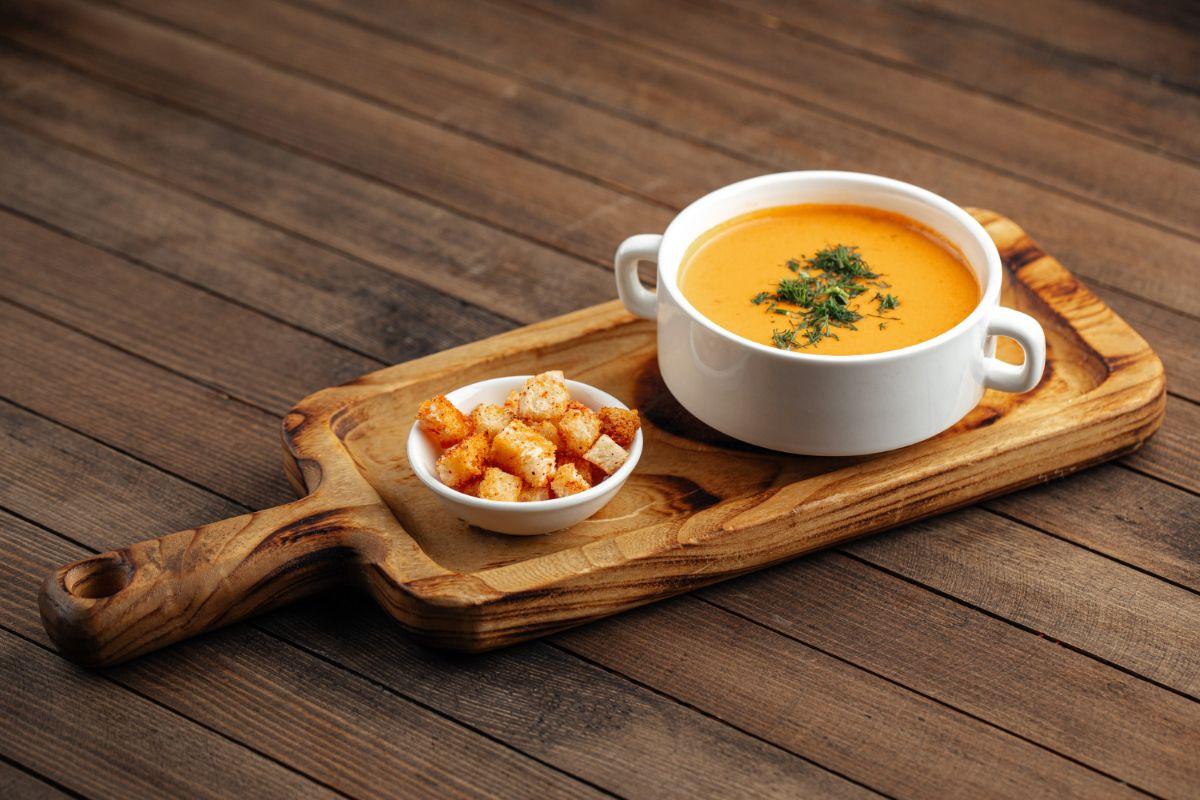 Zupa z soczewicy z grzankami. Dieta po operacji bariatrycznej